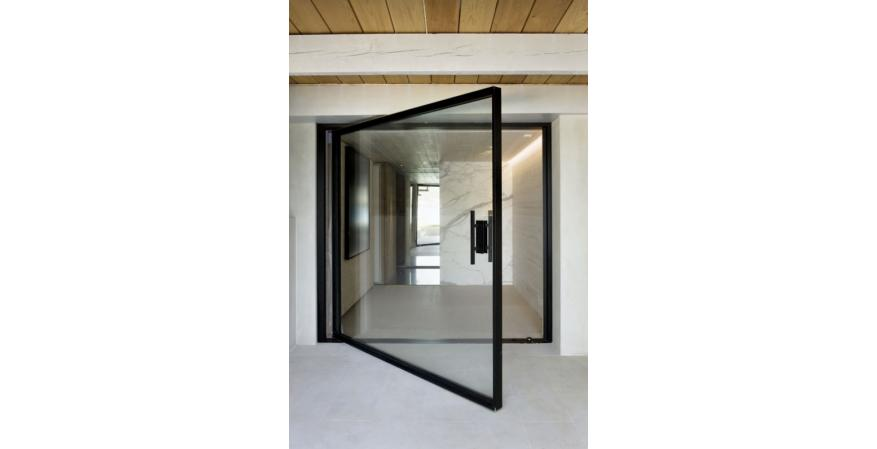The pivot door by Vitrocsa.