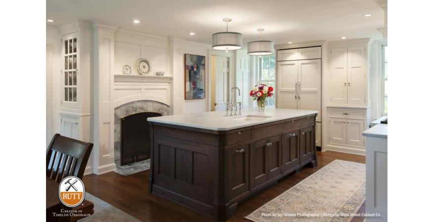 Traditional cabinet by Rutt Cabinetry