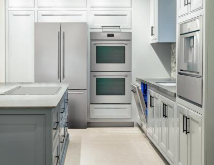 Thermador Leap Into Luxury kitchen ME302YP EDC Slate Gray min