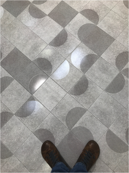 Peronda Harmony Floor TIle WIth Shoes